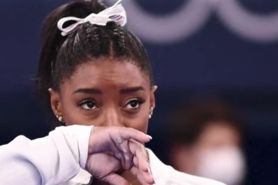 طوكيو 2021: انهيار لاعبة الجمباز الأمريكية سيمون بايلز بسبب الضغط النفسي وانسحابها من المنافسة