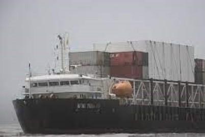 جنوح سفينة شحن كبيرة قرب السواحل الباكستانية