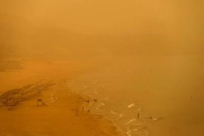 شاهد عاصفة مخيفة تبتلع مدينة صينية