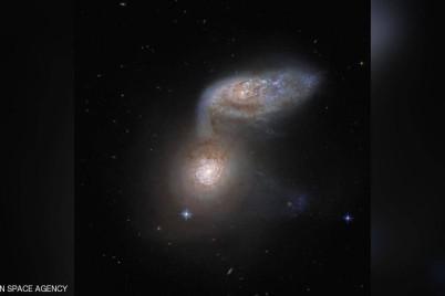 ظاهرة لا تتكرر إلا مرة في ملايين السنين.. صورة لاندماج مجرتين