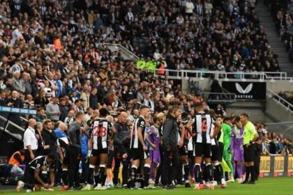 إيقاف مباراة نيوكاسل وتوتنهام لتعرض أحد المشجعين لأزمة قلبية
